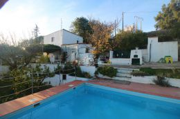 Villa with pool and sea view near Loule in a quiet yet central location